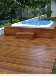 deck de madeira piscina