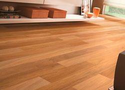 piso cimentício imita madeira