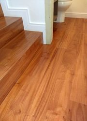 acabamento em piso de madeira